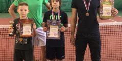 ПОЗДРАВЛЯЕМ ПОБЕДИТЕЛЕЙ  первенства г.Новомосковска по теннису  среди юношей и девушек